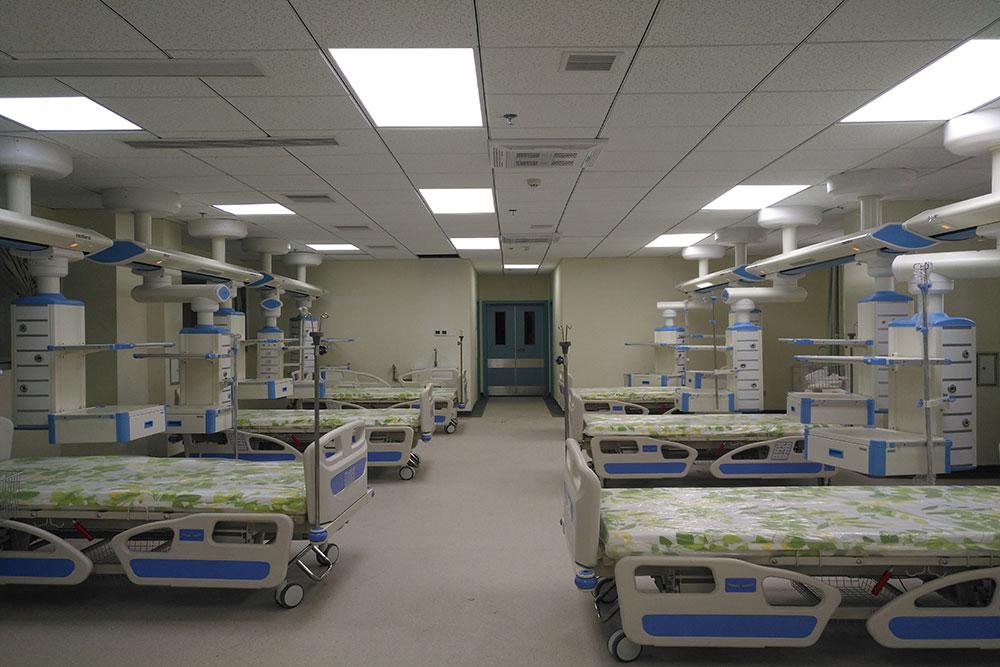 贵州省黔西南州人民医院(遵义医学院第七附属医院)是黔、滇、桂三省(区)结合部最大的一家地州级医院,2001年被评为国家三级综合医院,2009年11月成为遵义医学院非直属第七附属医院,2011年11月晋升为国家三级甲等综合医院。医院新院建设一期建设项目总占地面积163.5亩,总建筑面积134820平方米,总投资5.